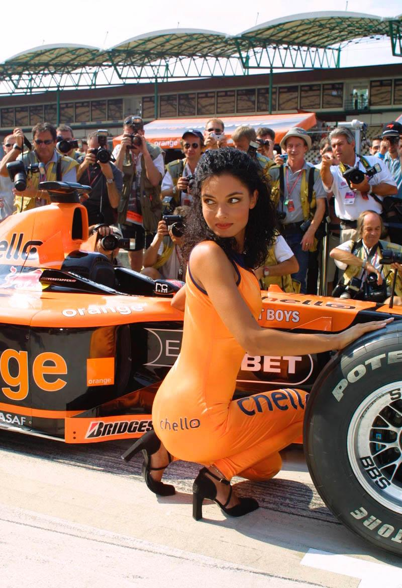 [IMG]http://www.f1grandprix.it/download/foto/pitbabes/12.jpg[/IMG]